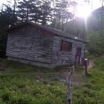 神社裏の小屋