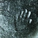 小さな手の跡