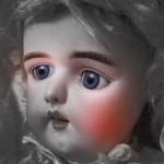 災いのフランス人形