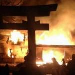 神社に灯油まいて放火