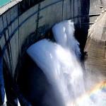 ダムサイト横の小さなトンネル