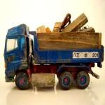 廃材運搬の助手