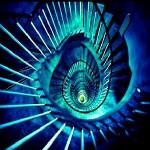 螺旋階段の少女